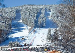 Ski fahren Eck im Winter Skilift